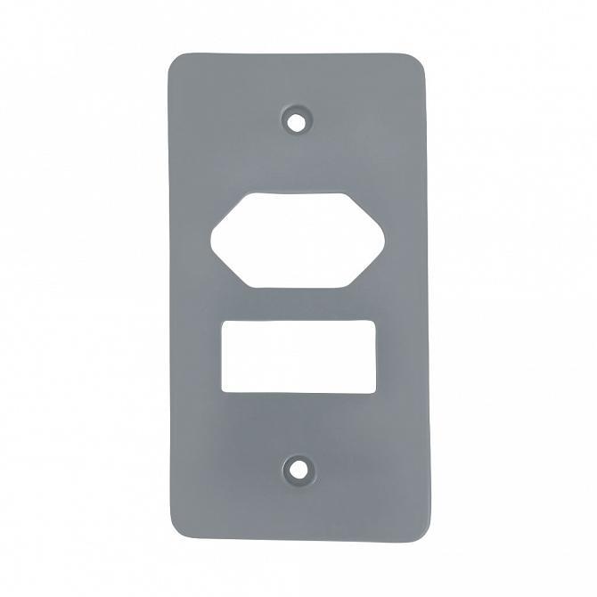 Tampa 1 tecla com tomada hexagonal PVC cinza para caixa 5 entrada 1/2''- 3/4''